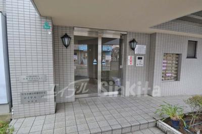 【エントランス】ロイヤル三国