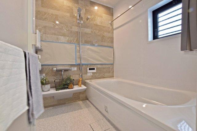 -同社施工例- 1坪超の浴槽で足を伸ばして1日の疲れをしっかり癒しましょう。