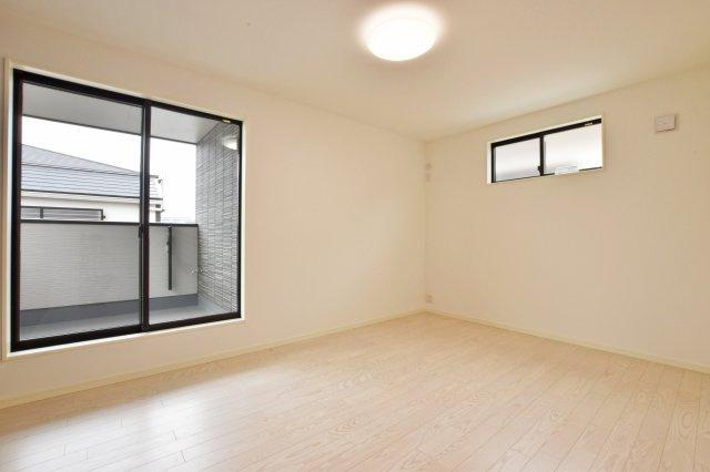 -同社施工例- 居室は2面採光が理想的。採光と通風を考慮したお部屋です。