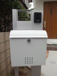 TVモニター付インターホン、郵便受け施工例です。