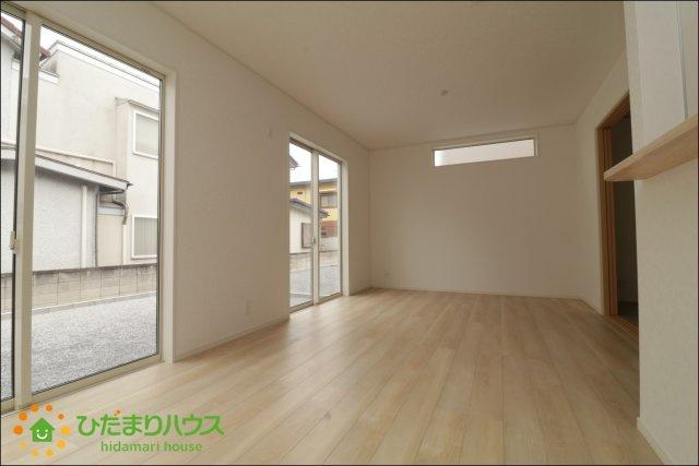 大きな窓で明るく開放的なLDKは生活の中心となる大切な場所♪
