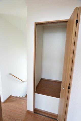 2階廊下収納