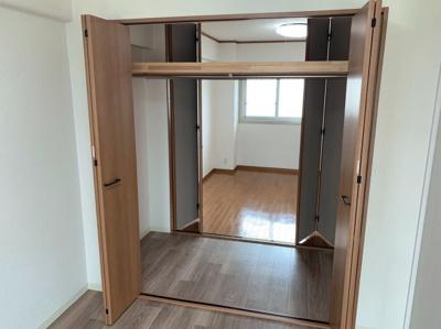 洋室の2部屋からアプローチ出来るクローゼットです。