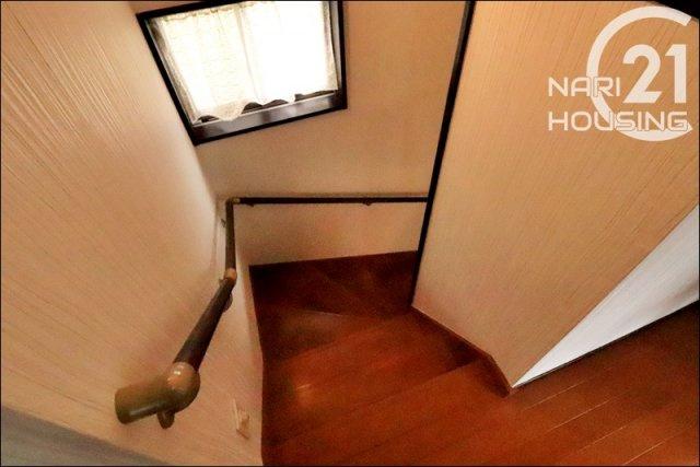 手すり付きの階段は安心ですね