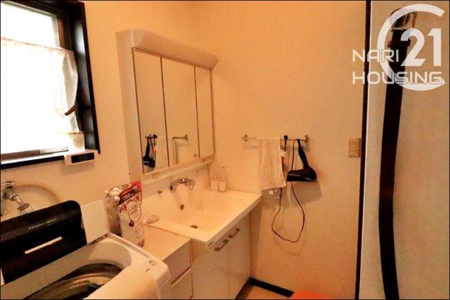 3面鏡付き洗面台