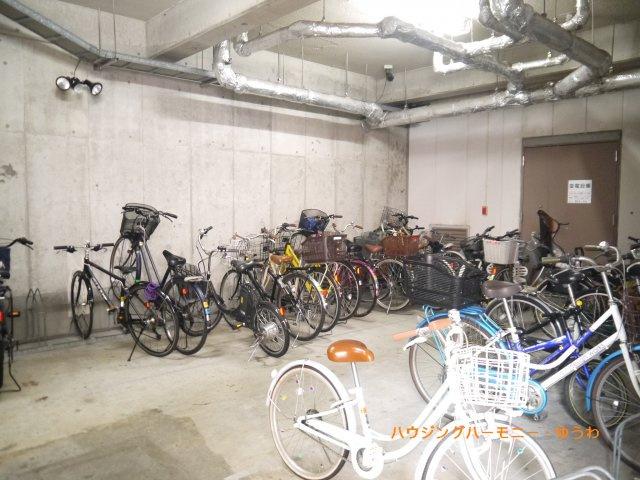 建物内に、駐輪場が有り大変便利です。