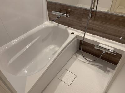 広々入れる充分な浴室