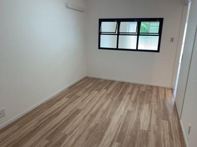 洋室3☆6帖です。室内とても綺麗で、窓もおしゃれです♪