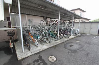 駐輪場・無料。空き状況は要確認。