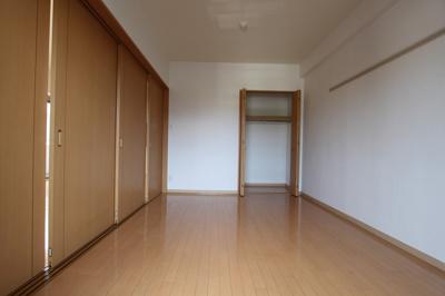 洋室7.1帖 ※間仕切りを開ければ隣の洋室と合わせ広く使えます。