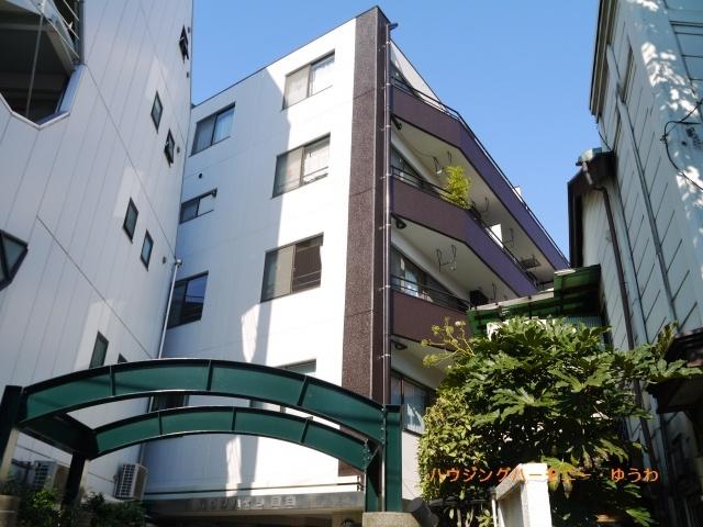人気エリアに建つモダンなマンションです。