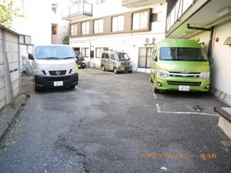 敷地内に駐車場完備。