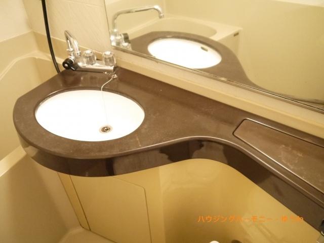 清潔感溢れるスタイリッシュなデザインの洗面化粧台(*^^)v