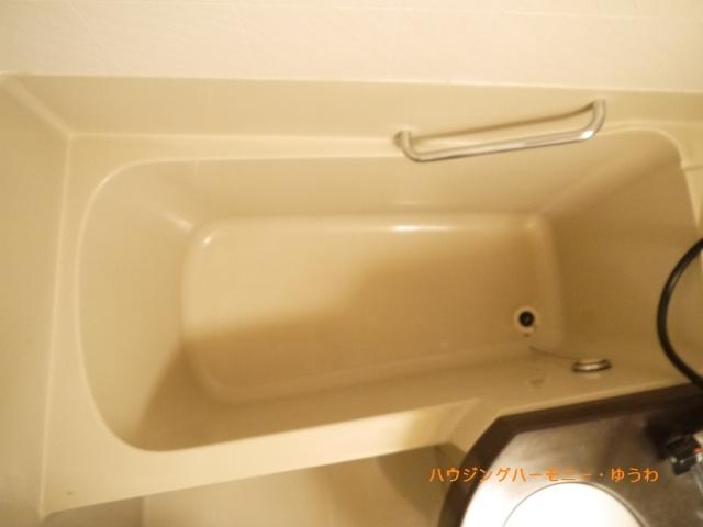 清潔感あふれるモダンな感じのお風呂です。
