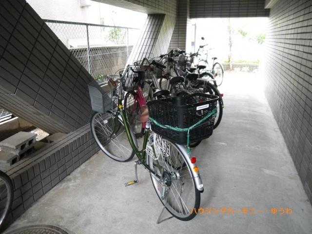 駐輪スペースが建物内にあるので盗難の可能性も減り、安心です。