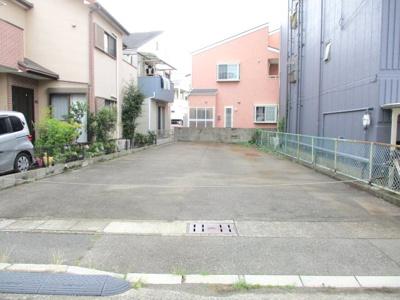 前面道路からの高低差も少なく、駐車もしやすくなっています。
