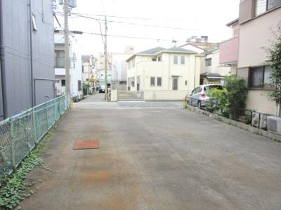 近隣商業施設多数あり。