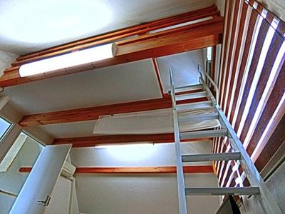 2階10帖の洋室にロフトスペースがございます。