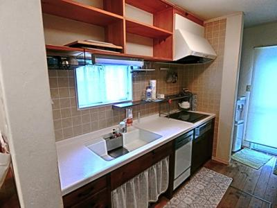 キッチンは収納もしっかり確保されています。