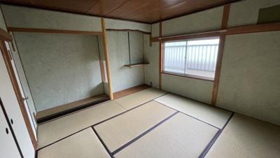 和室1☆7帖で、窓付きです☆