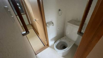 トイレはシンプルで綺麗です♪