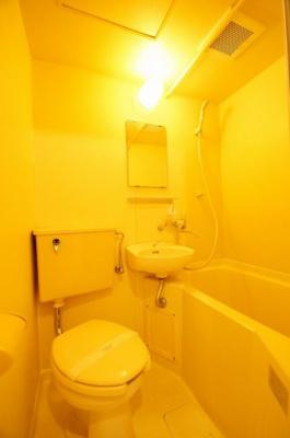 「バストイレ同室です。お掃除が1度に済みます」