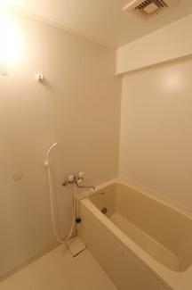 写真は203号室です。