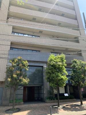 事務所エントランスと住居エントランスは分離されてます。