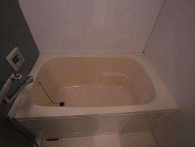 機能的なバスルームはトイレと別々なので、広々としていますよ。