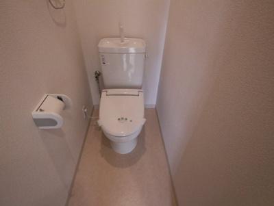 清潔感のある爽やかなトイレ。誰もがリラックスできる空間です。
