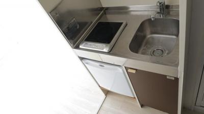 ミニ冷蔵庫付きのキッチンです。