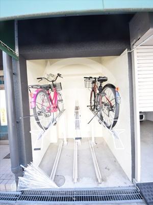発春レジダンス 駐輪場