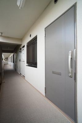 玄関はディンプルキー、2ロックでセキュリティーにも配慮♪