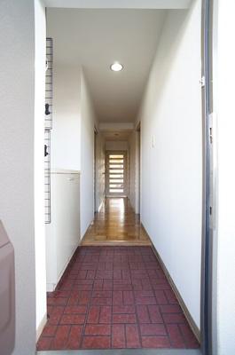 玄関より玄関ホールの様子♪