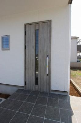 毎日通る玄関はこちらです:建物完成しました♪毎週末オープンハウス開催♪八潮新築ナビで検索♪