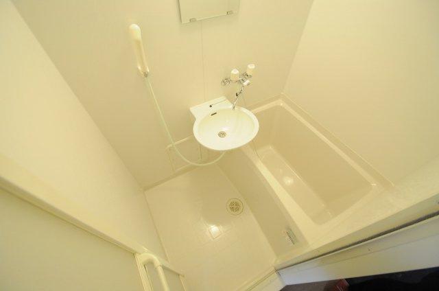 浴室乾燥付き。実際のお風呂は仕様が異なる場合がございます