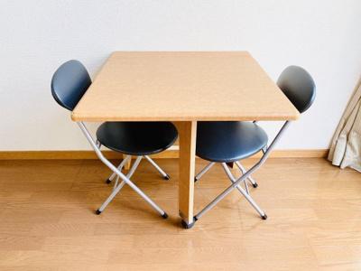 机といす2脚付き