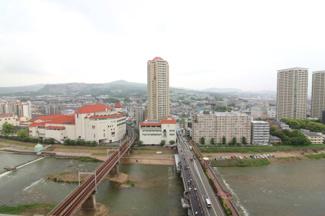 バルコニーからの眺望です♪宝塚のシンボル「宝塚大劇場」も見えますね(^^)