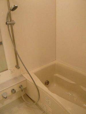 浴室乾燥機・追い焚き機能付きバス。