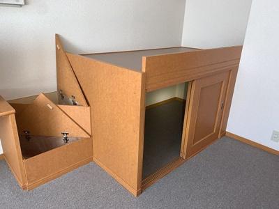 ハイベッド内部には収納スペース