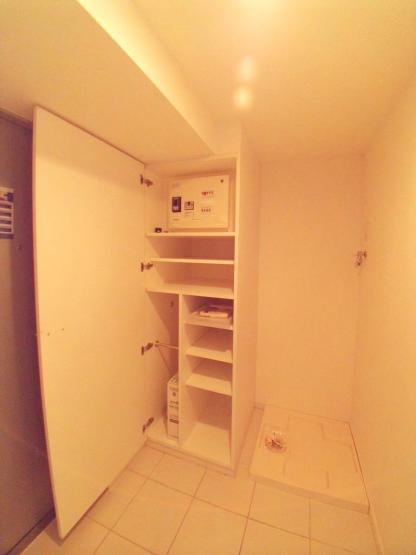 広い玄関。洗濯機置き場も玄関のスペースにあります。