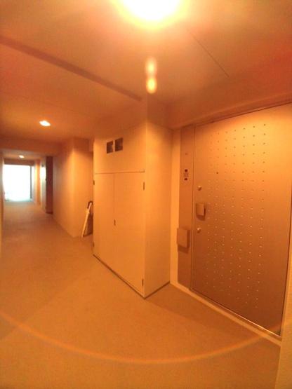 内廊下の玄関です。【レジディア文京本駒込】