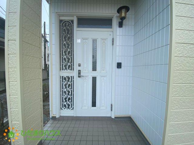 オシャレなデザインの玄関ドア♪