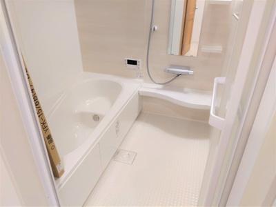 浴槽の高さも低くて安全です。