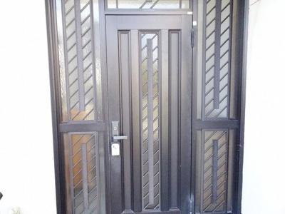 陽当たり良好。明るい玄関です。