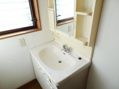 ゆったりとした洗面室
