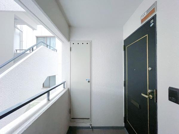 プライベート感が増す門扉付きです
