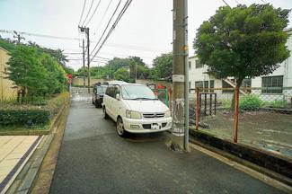 車通りが少なく、駐車が苦手な方にも安心。 小さなお子様にも安心です。