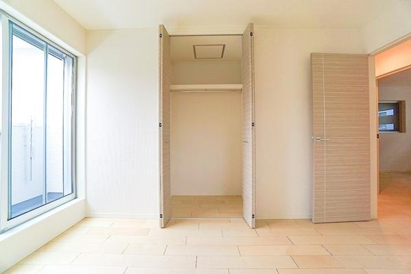 各室収納付きです。 これだけ収納があると助かりますね!