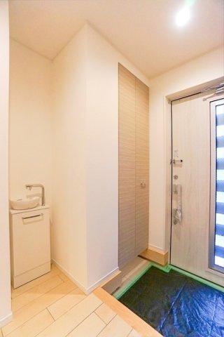 玄関には手洗い場も設けています! 大容量SICもあります。